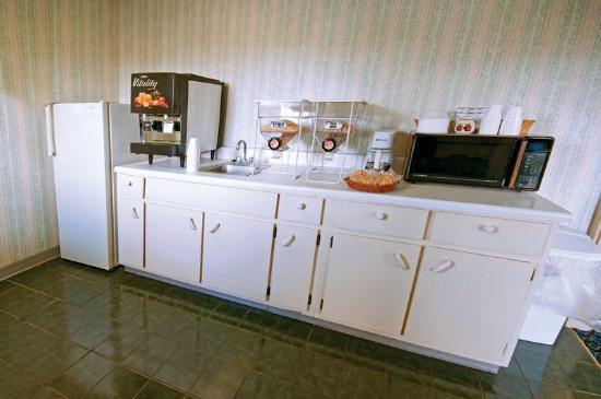 Americas Best Value Inn Roxboro : Breakfast Area