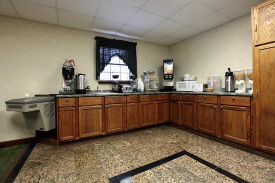 Americas Best Value Inn Forrest City: Breakfast Area