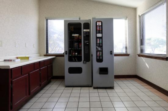 Americas Best Value Inn Forrest City: Vending