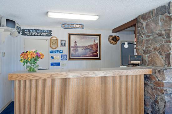 Americas Best Value Inn-Tahoe City/Lake Tahoe: Lobby