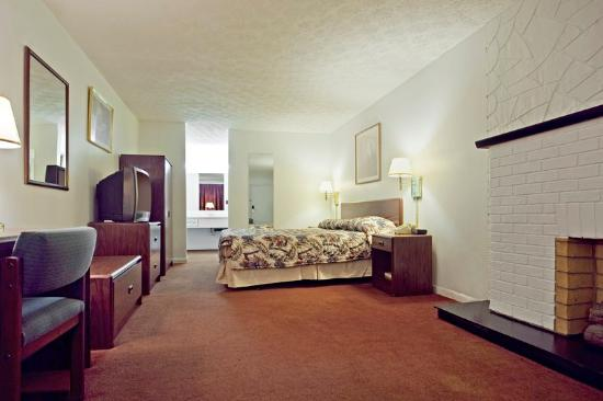 Affinity Inn and Suites: One King Standard2