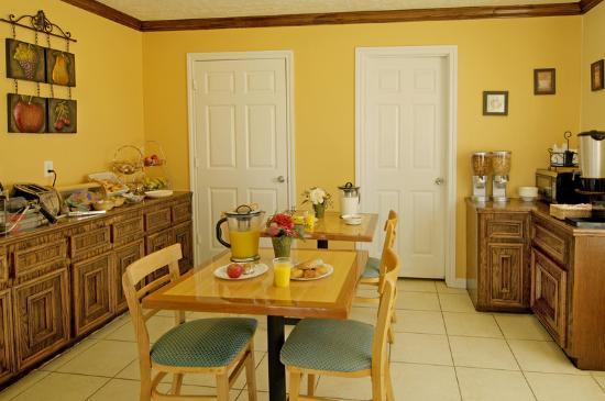 Americas Best Value Inn & Suites - Waller/Houston : Breakfast