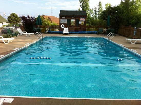 Americas Best Value Inn Plattsburgh : Pool