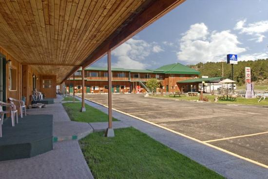 Dakota Cowboy Inn: Front Exterior