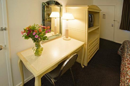 Americas Best Value Inn-Thousand Oaks: One King Bed Amenities