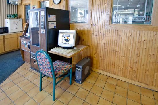 Super Inn & Suites - Milledgeville : Business Center