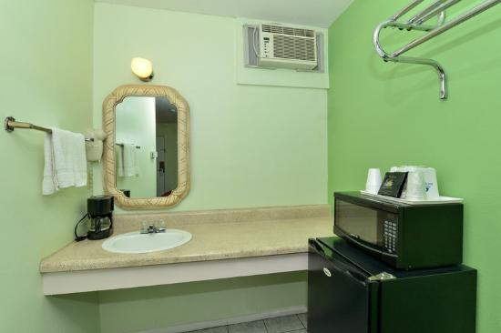 Americas Best Value Inn Holbrook: In Room Amenities