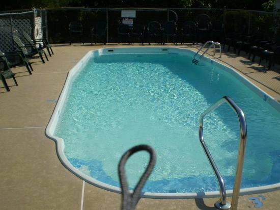 Americas Best Value Inn & Suites/Lookout Mountain West: Pool