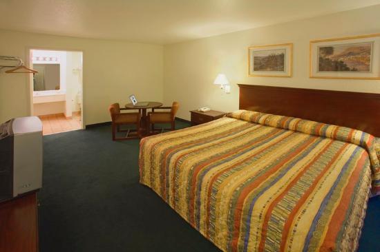 Americas Best Value Inn - Medical Center : One King Bed Jacuzzi