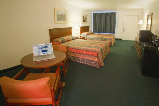 Americas Best Value Inn - Medical Center : Two Double Beds
