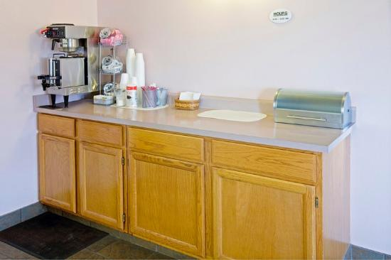 Americas Best Value Inn Burlington : Breakfast Area