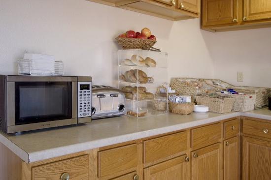 Americas Best Value Inn Tuscaloosa: Breakfast Area