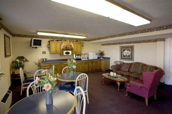 Americas Best Value Inn: Breakfast Area
