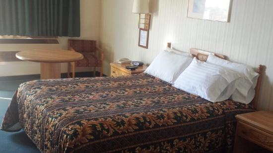 Americas Best Value Inn: One Queen Bed Executive