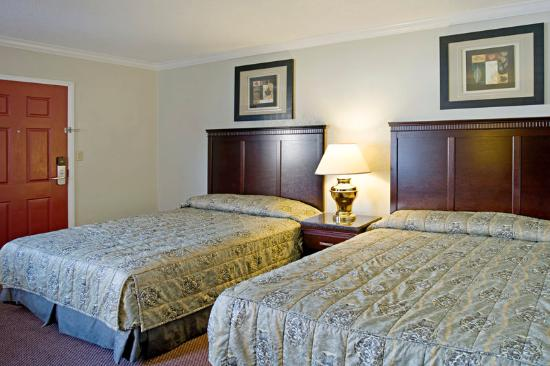 Americas Best Value Inn - Fresno Downtown : Two Queen Beds