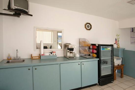 Americas Best Value Inn-Giddings: Breakfast Area