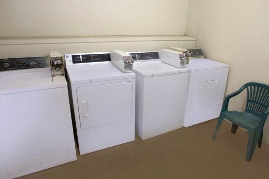 Americas Best Value Inn-Giddings: Laundry