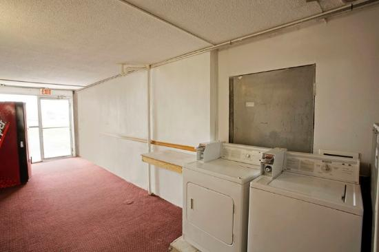 Affordable Inn: Guest Laundry