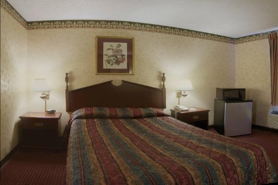 Americas Best Value Inn & Suites: Standard King