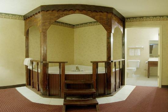 Americas Best Value Inn & Suites: Jacuzzi Room