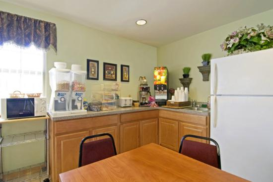 Americas Best Value Inn and Suites Little Rock/Bryant: Breakfast Area