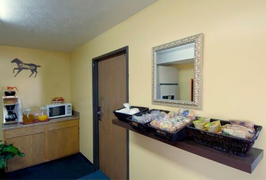 Americas Best Value Inn - Frankfort: Breakfast Area