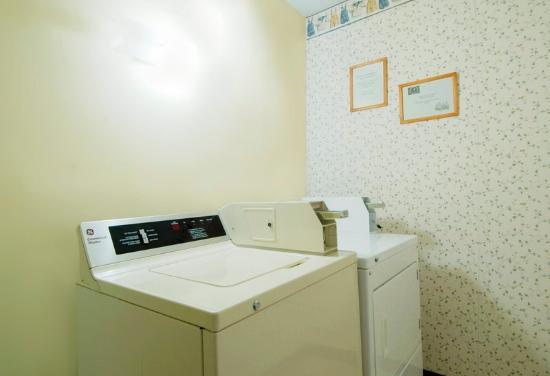 Americas Best Value Inn - Frankfort: Laundry Room