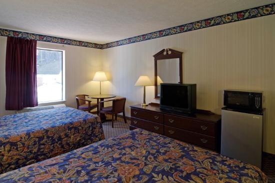Americas Best Value Inn : Two Double Beds