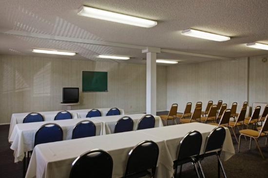 Americas Best Value Inn & Suites: Meeting Room
