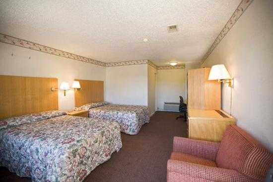 Americas Best Value Inn - E Greenbush / Albany: Two Double Beds