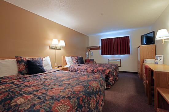 Americas Best Value Inn : Two Queen Beds Mini Suite