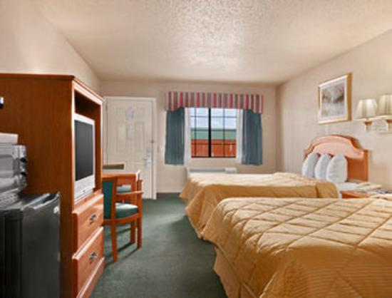 Days Inn Granbury: Standard Double Queen Room