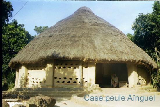 Guinea: Case peule à Aïnguel