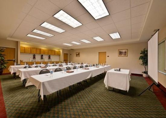 Comfort Suites Airport: Meeting Room