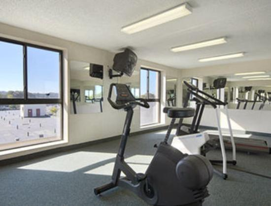 Days Hotel Boston-Harvard Fenway: Fitness Center