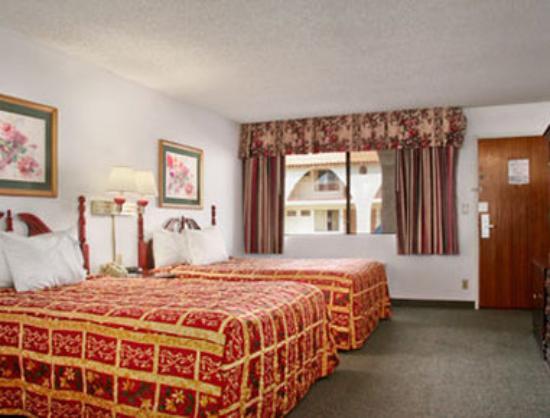 Days Inn Camarillo - Ventura: Standard Two Double Bed Room