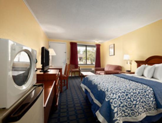 Days Inn Dover Downtown : Standard Queen Bed Room