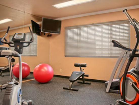 Days Inn Camarillo - Ventura: Fitness Center