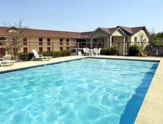 Days Inn Dahlonega: Pool