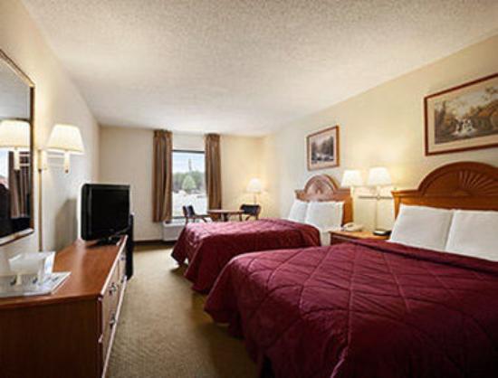 Days Inn Farmville: Standard Two Double Bed Room