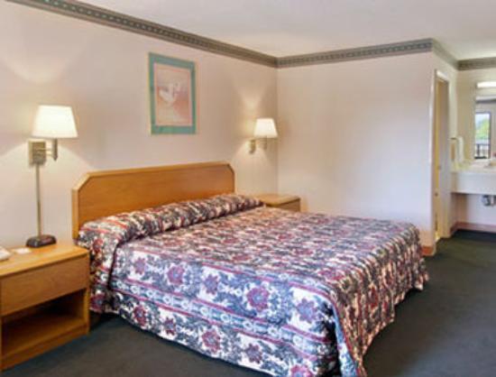 Days Inn Cheraw: Standard King Bed Room