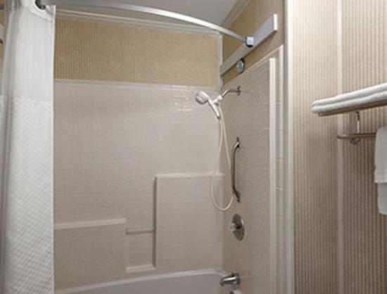 Days Inn Grants : ADA Bathroom