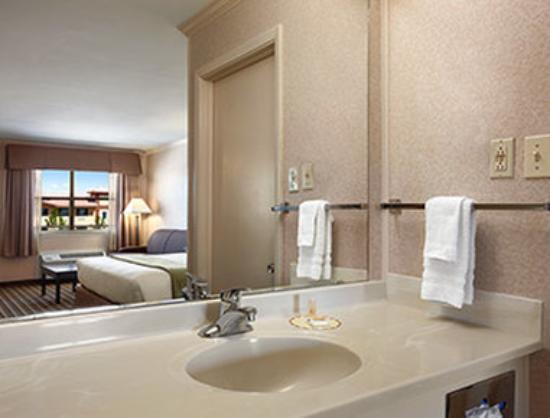 Days Inn Grants : Bathroom