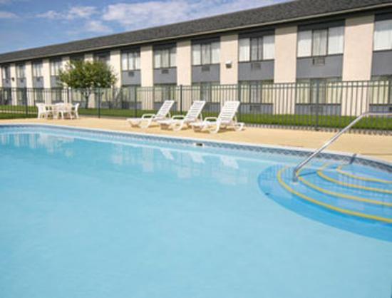 Days Inn Holland: Pool