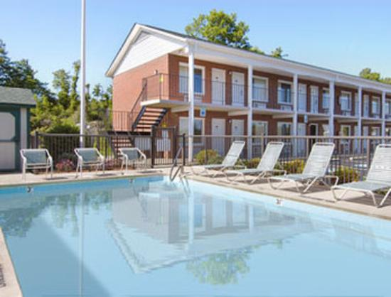 Days Inn Jonesville: Pool