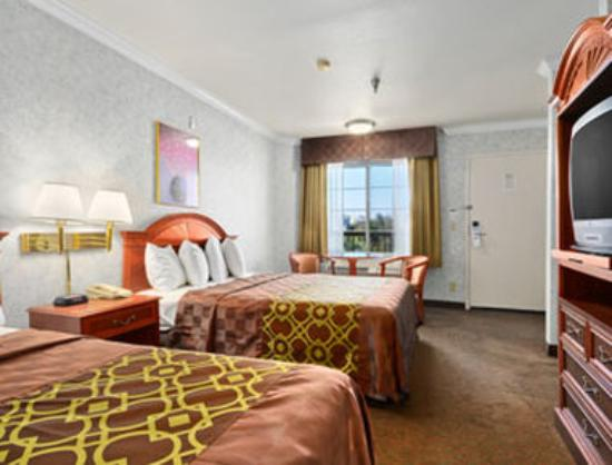 Days Inn Los Angeles LAX/ Redondo and Manhattan Beach : Standard Two Queen Bed Room