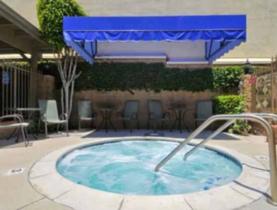 Days Inn Los Angeles LAX/ Redondo and Manhattan Beach : Outdoor Jacuzzi