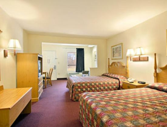 Days Inn & Suites Pine Bluff: Standard Two Double Bed Room