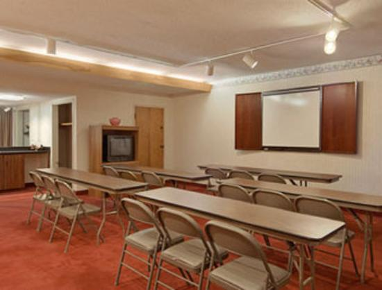 Days Inn Clinton-Presbyterian College: Meeting Room