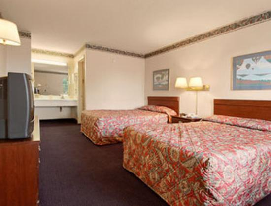 Days Inn Charlotte Northlake: Standard Two Double Bed Room